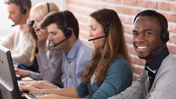 Nuestro equipo de atención al consumidor está aquí para ayudarte por teléfono o por correo electrónico.